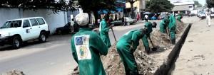 Les travailleurs de PARAU en uniforme vert